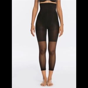 NIB SPANX Higher Power Capri Black Size B